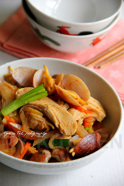 Stir-fried Kimchi with Clam and Freezer Dried Tofu [Leftover Ingredients In One Dish]