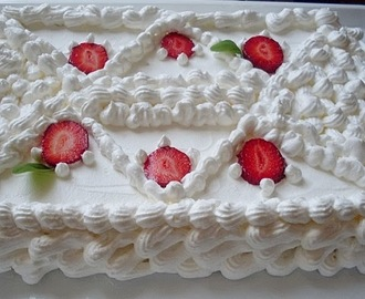Torta sa jagodama i oblandom/Cake with strawberries and wafers