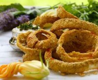 Fiery Onion Rings with Creamy Garlic Aioli Dipping Sauce