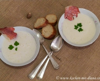 Parmesansuppe mit Prosciuttochips/ Parmesan soup with prosciutto chips