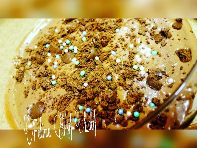 Mint chocolate mousse with bubbly crumble