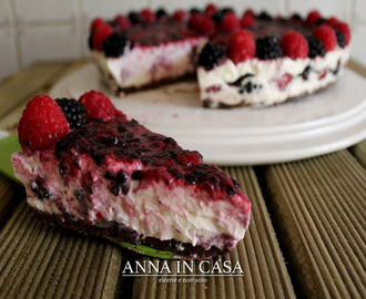 Cheesecake morbida con more e lamponi (senza cottura)