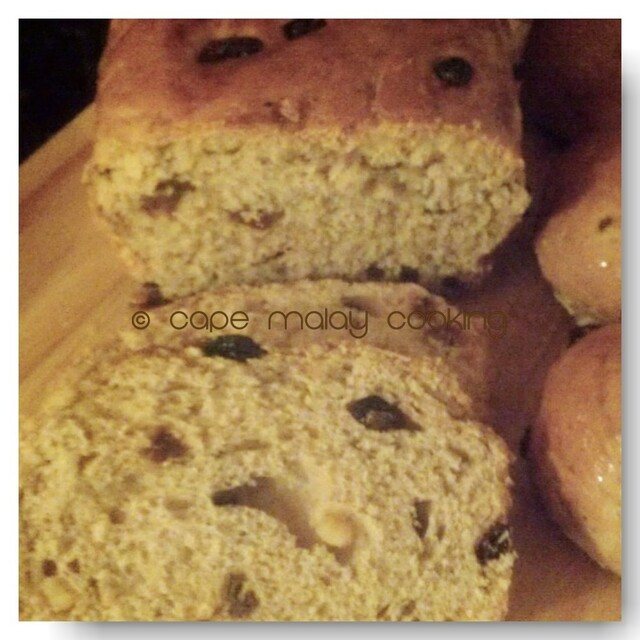Cape Malay Cooking's Raisin Buns / Bread
