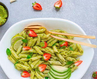 PASTA al PESTO di AVOCADO e ZUCCHINE – vegan light cremosa