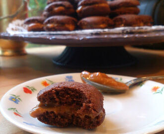Choklad whoopies fyllda med dulce de leche!