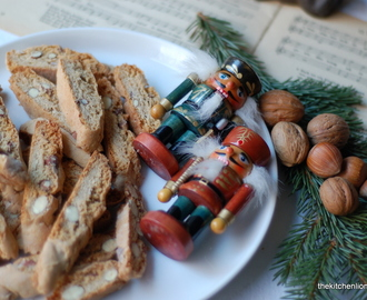 7. Day of December - Gingerbread Biscotti & The Nutcracker (Lebkuchen Biscotti & Der Nussknacker)