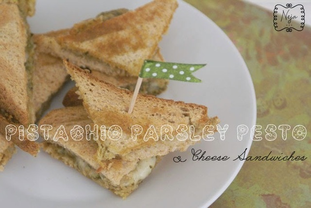 Pistachio-Parsley Pesto and Grilled Cheese Sandwich / Topli sendvici s pestom iz pistacije in petersilja