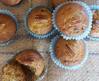 Date and banana muffins with pecan nuts