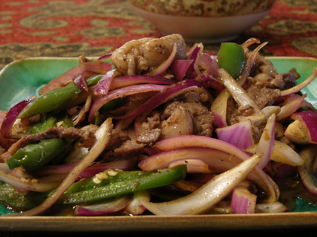 Stir Fried Rib Eye Steak with Jalapeno Pepper and Red Onion (辣椒洋葱炒嫩牛排)