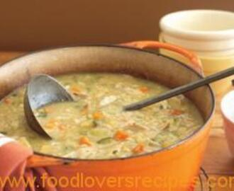 HEARTY CHICKEN AND VERGETABLE SOUP