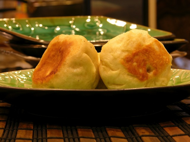 Traditional Chinese Pan Fried Buns (生煎包)