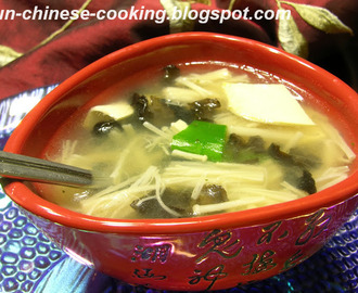 White Bean Curd Soup with Black Fungus and Golden Needle Mushroom (素三鲜豆干羹)