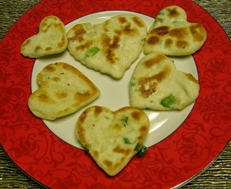 Valentine's Day Treat: Heart Shaped Pan Fried Green Onion Bread (爱心葱油饼)