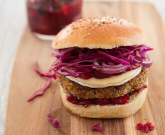 #Synchronburger: Vegetarischer Winterburger mit Kürbis-Maronen-Haselnuss-Patty, Cranberry-Birnen-Chutney und Camembert