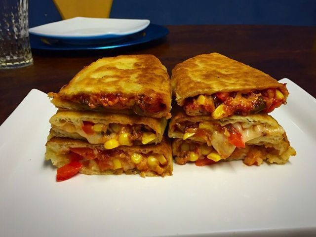 VEG PIZZA PARATHA / ADAPTED FROM THE NET