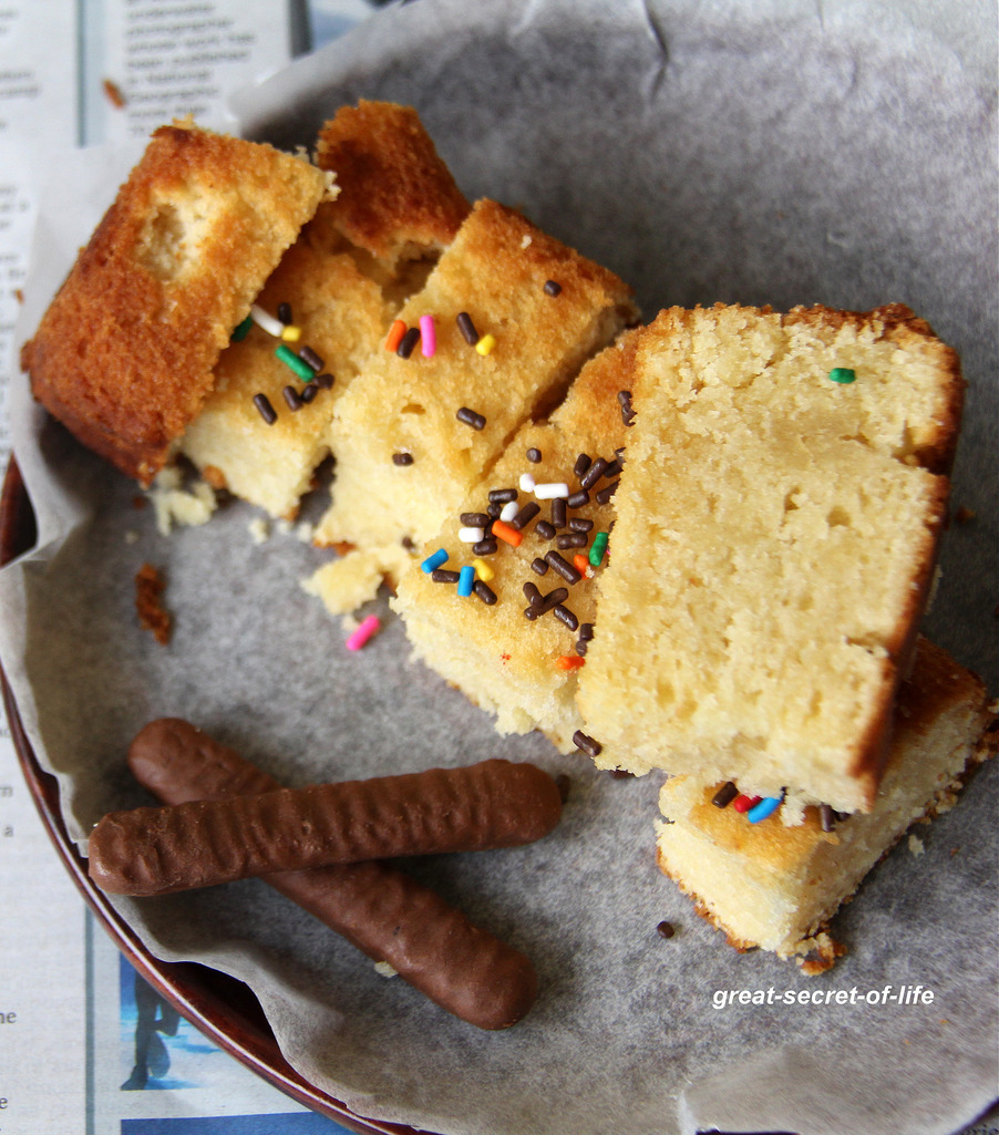 White Chocolate Chip Blondies – White Chocolate Brownies - Eggless Brownie recipe - Simple cake recipe