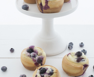 Blueberry cheese cake rolls