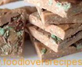 MARSHMALLOW AND PEPPERMINT CRISP TREATS