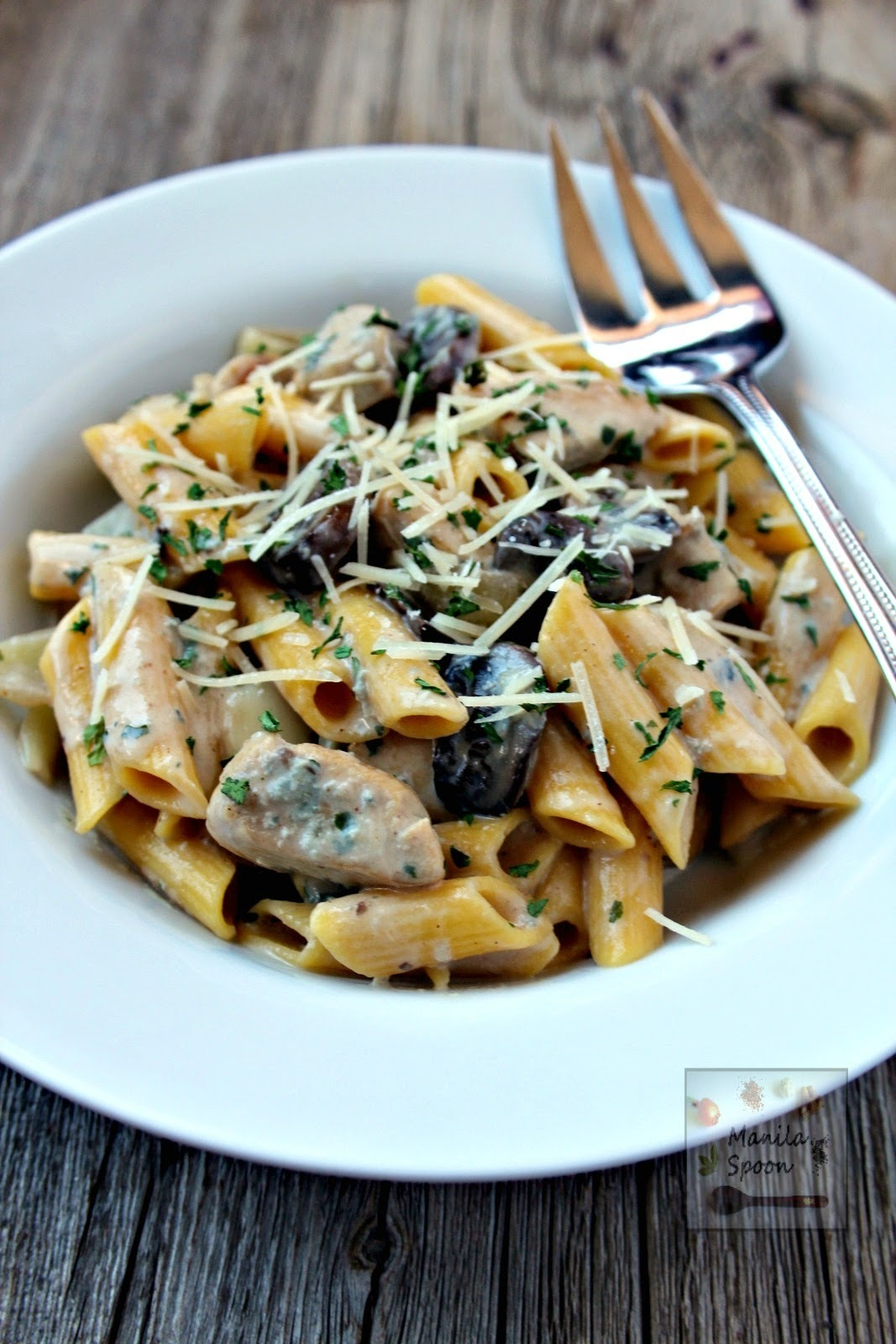 Pasta with Chicken and Mushrooms in Blue Cheese Sauce