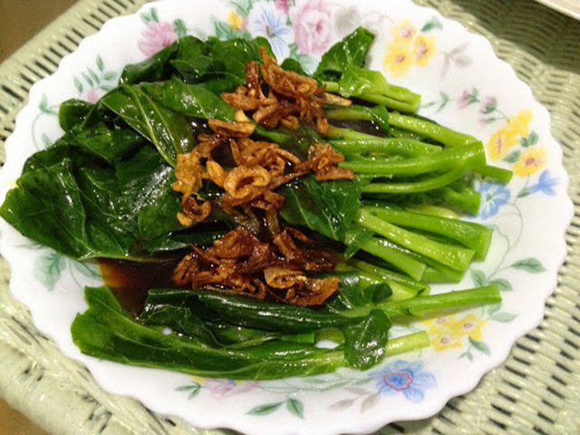 Blanched Vegetables with Oyster Sauce and Fried Shallots