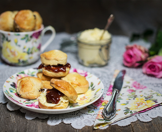 Mini Scones mit Clotted Cream