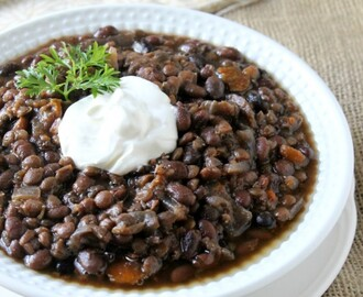Slow Cooker Black Bean and Lentil Soup