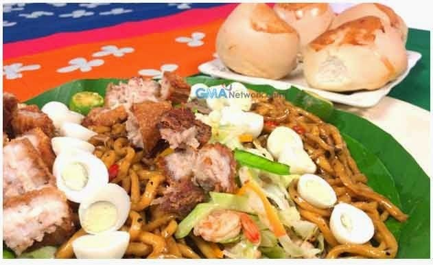 Pancit Chami served with Pinagong Bread