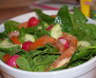 Spenatsallad med pestodressing