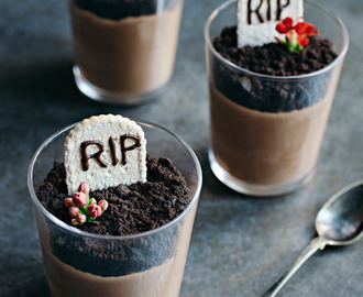 Halloween Dessert: Chocolate Mousse Graveyard