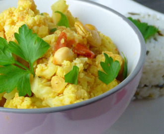 Blumenkohl Curry mit Kichererbsen / Cauliflower Curry with...