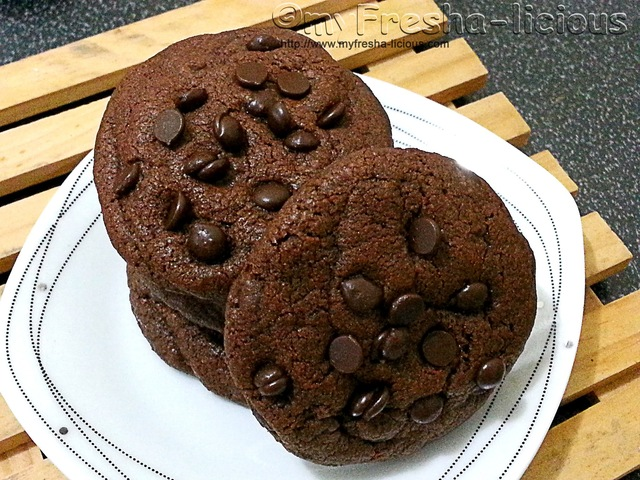 Crunchy and Chewy Double Chocolate Chips Cookies