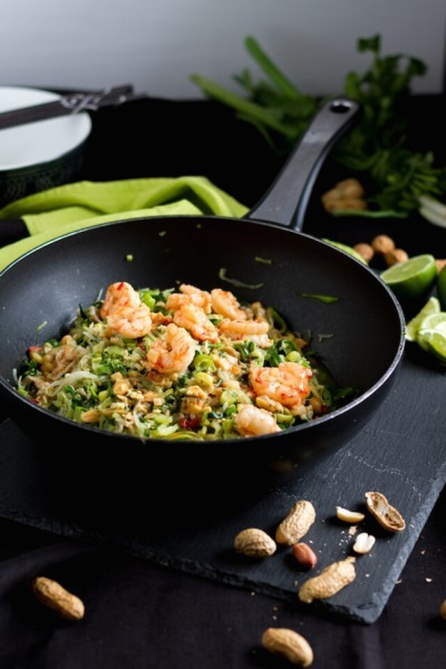 Zucchini Nudeln mit Shrimps (low carb Pad Thai)