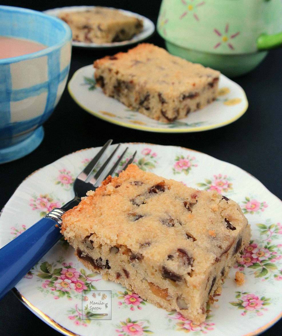 Date and Hazelnut (or Walnut) Bars (a.k.a. Food for the gods)