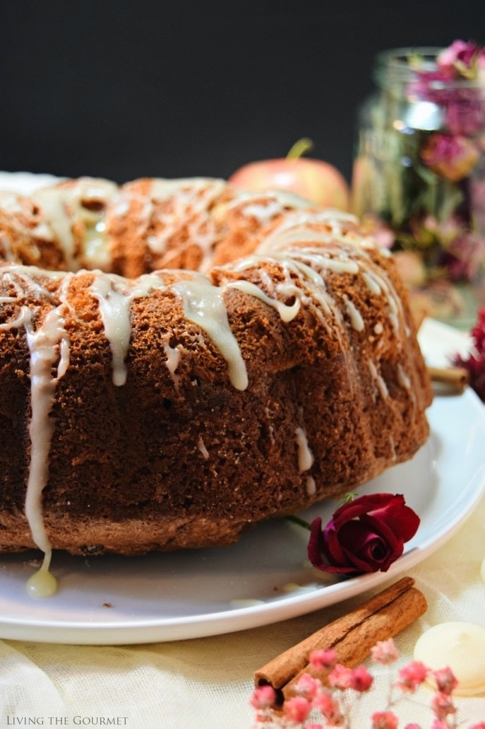 Apple Cinnamon Bundt | #BundtBakers