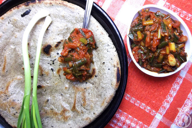Quick and Easy Green Garlic Tomato Relish Recipe| Tomato Garlic Chutney Recipe