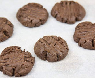 "Mint Protein ""Brownie"" Cookies"