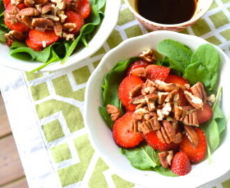 Spinach, Strawberry and Pecan Salad with Balsamic Dressing