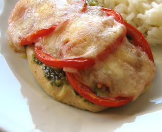 Frango com pesto, tomate e mozzarella / Pesto chicken with tomato & mozzarella