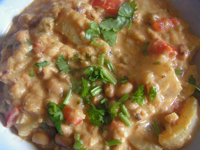 Bottle gourd & Black eyed peas kurma