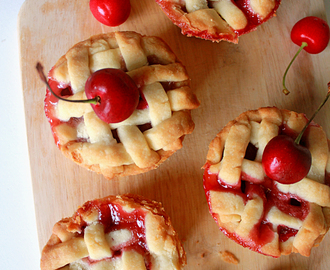 Mini Cherry Shortbread Pie