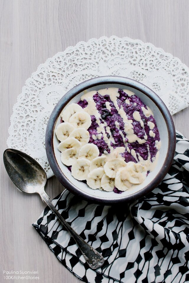 Blueberry Oatmeal with Peanut Butter Sauce