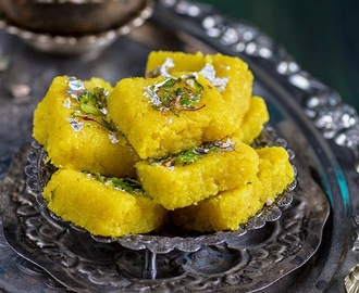 Nariyal ki Barfi \ Indian Coconut Fudge