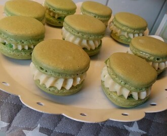 Macarons med lime cream cheese fyllning
