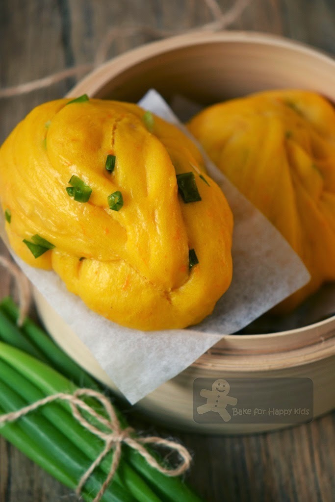 Pumpkin Spring Onions Chinese Flower Steamed Buns 南瓜葱花卷