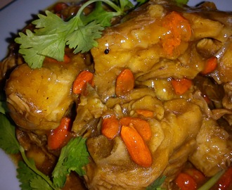 CHICKEN WITH HERBAL SESAME SAUCE