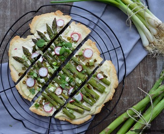 Flammkuchen mit Spargel / Flatbread with Asparagus and Radishes