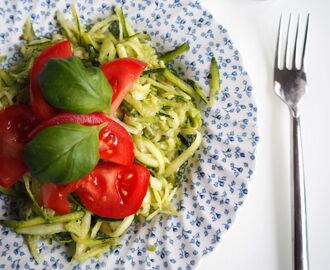 RAW – Zucchini pasta with avocado pesto