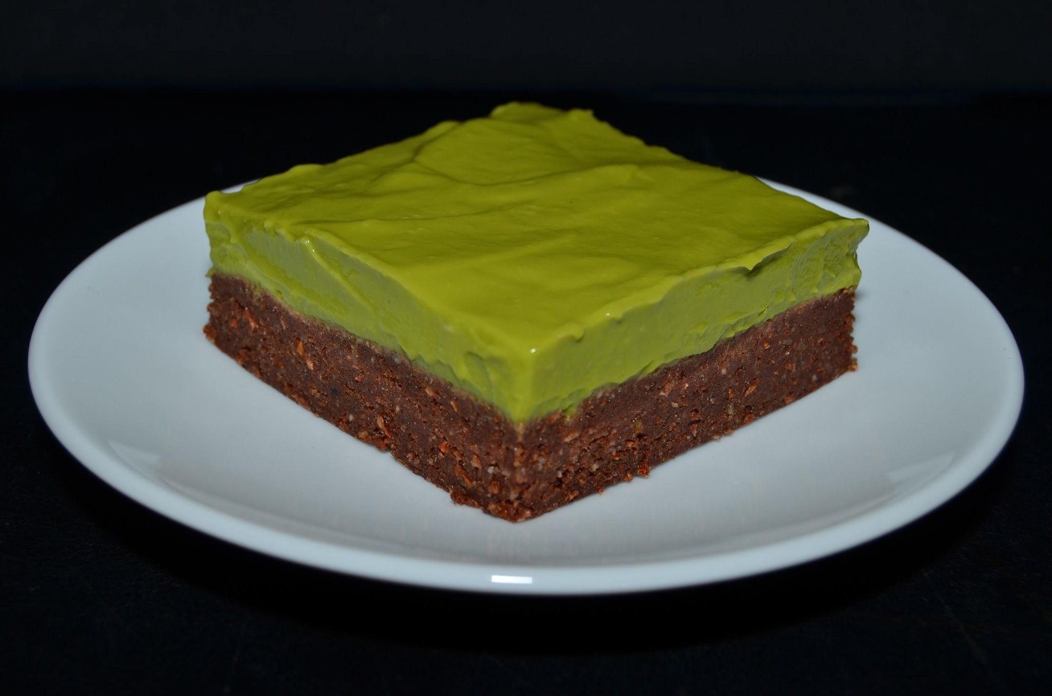Raw brownies s matcha krémem