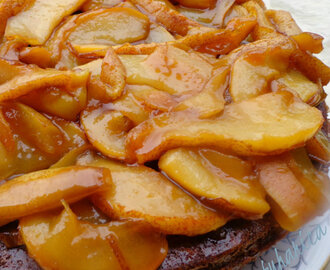 Kolač s medom i karameliziranim kruškama :: Honey cake with caramelized pears