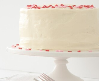 RED VELVET/CHEESECAKE W/ CREAM CHEESE FROSTING